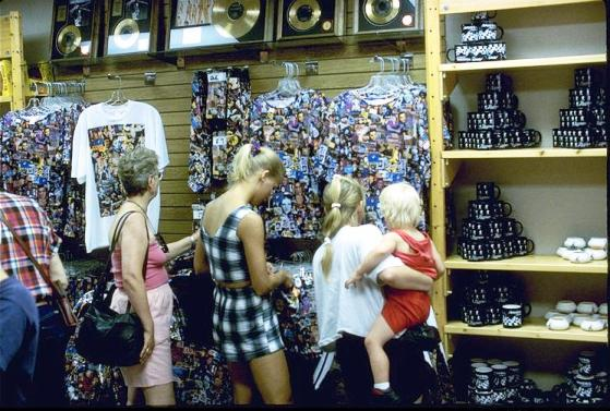 Elvis Presley Graceland Gift Shop Pictures To Pin On Pinterest Pinsdaddy