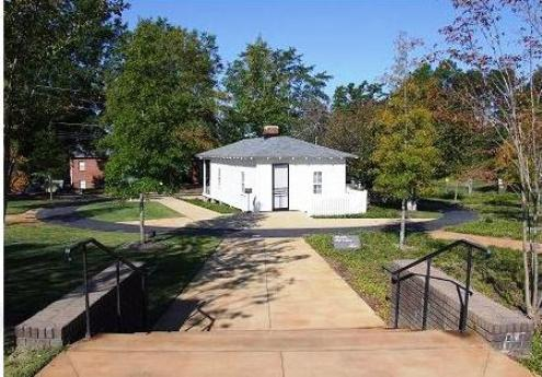Park-like atmosphere around Elvis' Tupelo birthplace home