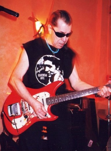 Elvis T-Shirt -  Link Wray Playing in Memphis 1998