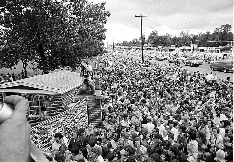 Crowd on Opening of Graceland June 7, 1982