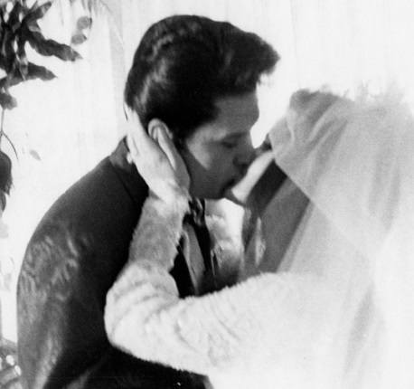 Elvis and Ptiscilla Wedding Kiss