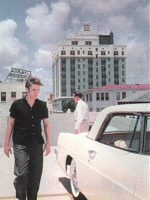 Elvis in Plain Black Short Sleeve