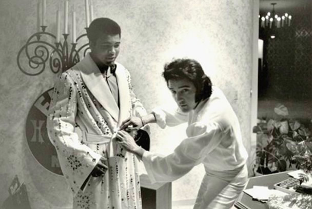 Elvis with Ali in his Suite at the Las Vegas Hilton 1973