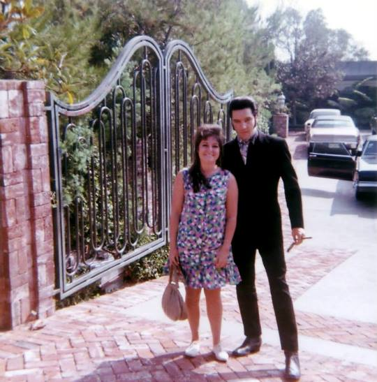 Elvis and Fan at Hillcrest Dr Gates