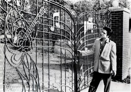 Elvis at the Graceland Gates