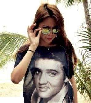 Girl wearing Elvis T-Shirt