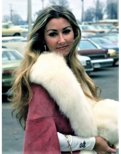 Linda Thompson Fur Cape - Wearing