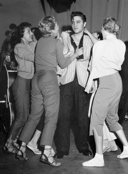Elvis Mobbed by Fans