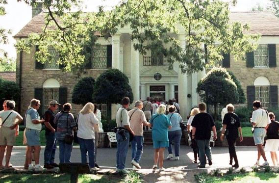 Fans Line Up outside Graceland on Day it Opened to the public