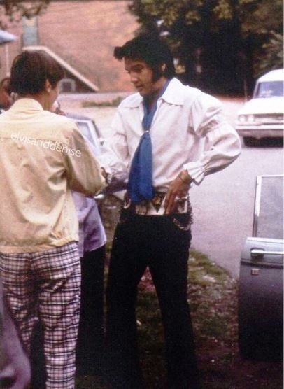 Elvis - Interesting Outfit