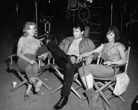 Elvis On Set With Pam and Yvonne