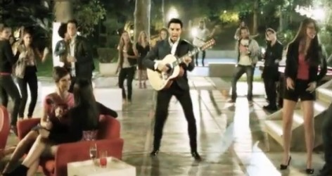 Elvis Singing at Modern-Day Party in Ad