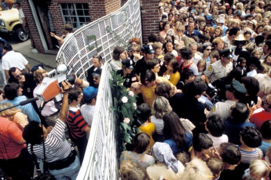 Fans at Gates of Graceland august 18, 1977