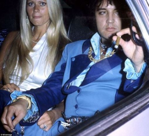 Elvis wiith Diana Goodman in the back of his limo July 19, 1975
