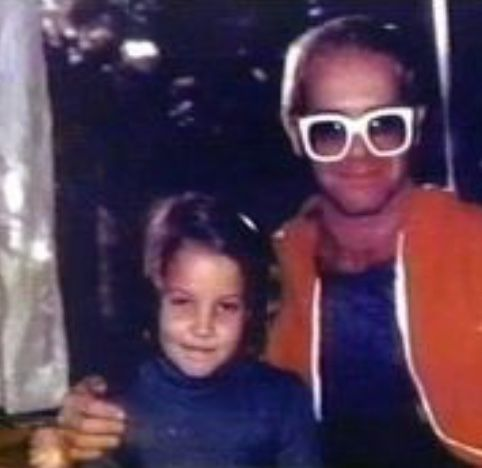 Young Lisa and Elton John