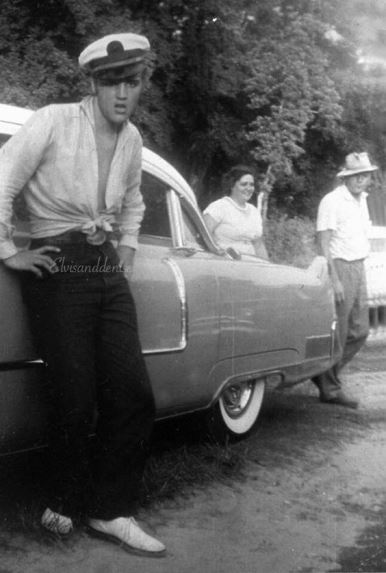 Elvis in Shirt Tied at the waist