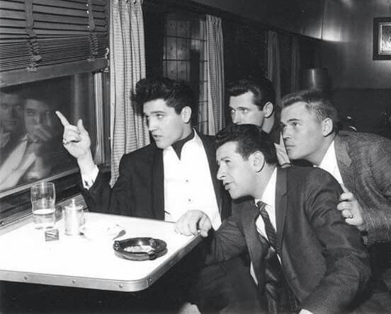 1960-04-20 train to California - Elvis with Joe, Charlie and Sonny