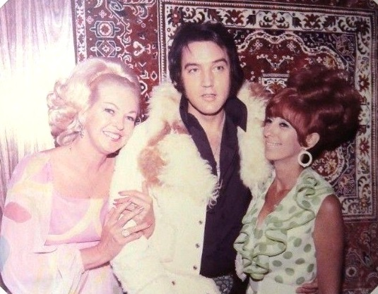 Elvis with Fans in Las vegas